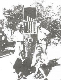 La maison des Diagne en Haute Savoie. Assis à gauche, Léopold Sedar Senghor