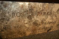 """Rosa Parks, """"mère du mouvement  pour la lutte des droits civiques de l'ère moderne"""""""