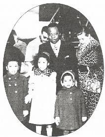 En compagnie de son �pouse Michelle Jourdain et de ses enfants