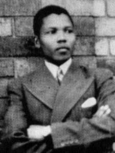 Nelson Mandela à 19 ans, à Umtata, dans la province du Transkei