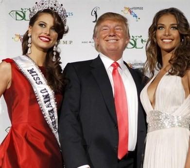 Stefania Fernandez (miss univers 2009), Donald Trump et Dayana Mendoza (miss univers 2008)
