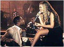 Beyonce chantant pour son partenaire, Cuba Gooding Jr, dans le film