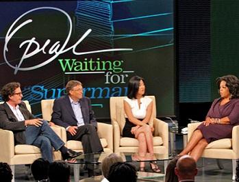 Davis Guggenheim, réalisateur du documentaire, Michelle Rhee directrice d'écoles publiques à Washington et Bill Gates sur le plateau d'Oprah Winfrey le 20 septembre 2010