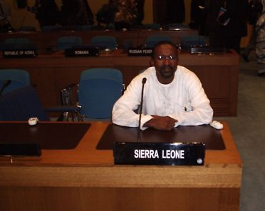 En tant que représentant de la Sierra Leone lors d'une conférence internationale