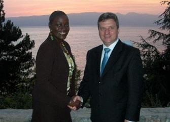 Angelle Kwemo avec Gjorge Ivanov, président de la république de Macedoine