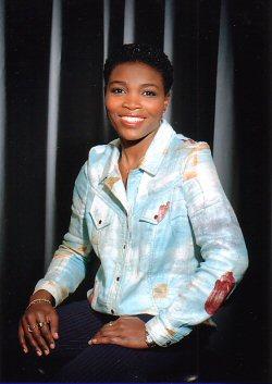 Lise-Laure Etia présentatrice de journal à TV5